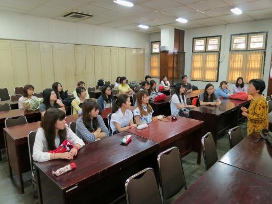 di kampus sanata dharma pada hari pertama program ... (foto: henri daros)
